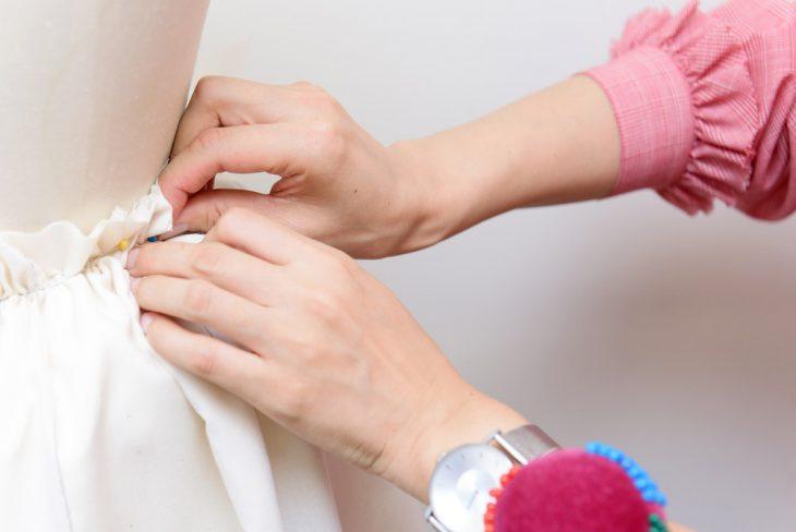 オーダメイドもリメイクも、ひと針ひと針丁寧に縫い進めていく