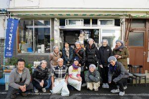 森下の老舗豆腐店「美濃屋」さんの見学ツアー。朝早くから多くの方が集まる