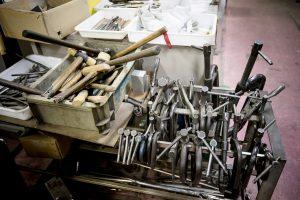 「交場」に置かれた、クリエイターたちの工具。だんだん増えてきていると西川さんは笑う