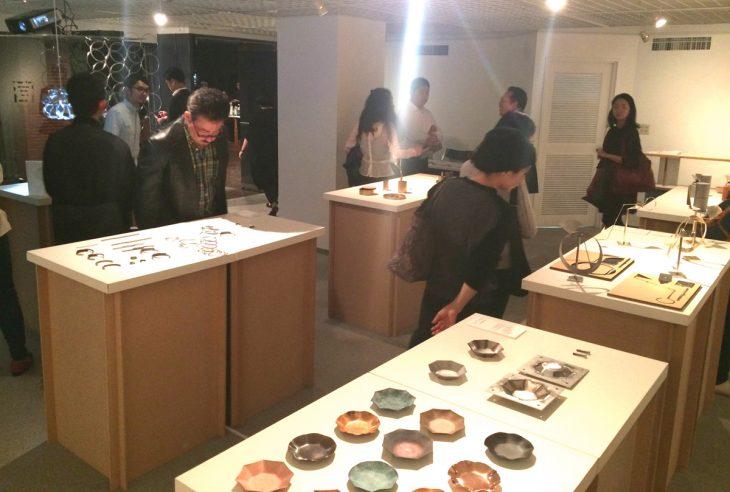 展示会「日常になかった金属のカタチ」には500人近い来訪があり、展示作品の商品化も進んだ
