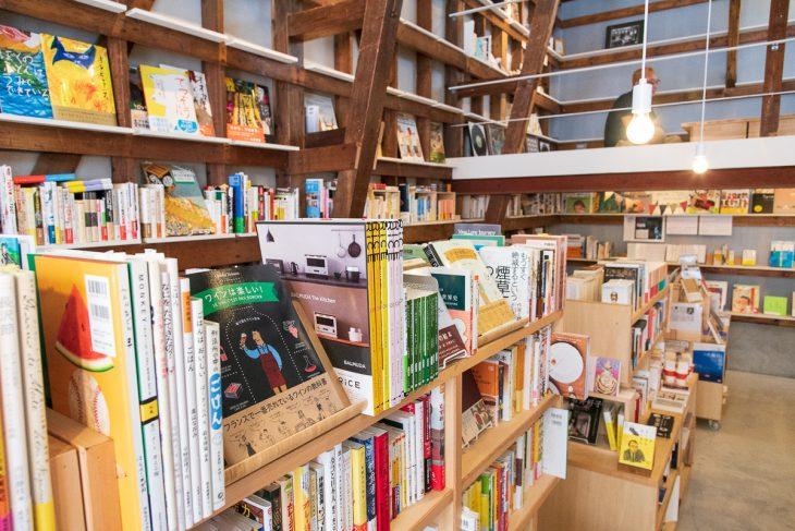 古書店を開くつもりだったが、アドバイスを受け新刊書店へとシフトチェンジした
