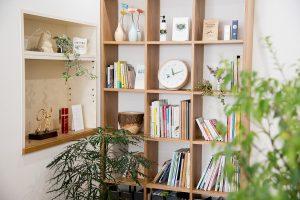 新御徒町のオフィスを彩るのは、これまで手掛けてきた柔らかで親しみやすいデザインワークの数々