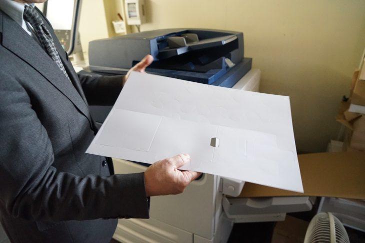 型抜きした紙。この後印刷を施していきます