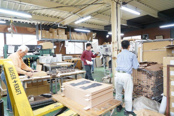 職人が働く現場。同社は、障がい者雇用にも率先して取り組んできた歴史があります