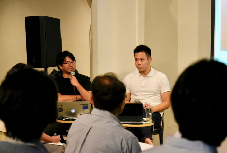 写真左が面白がる会主催、唐品知浩さん。右がシブヤ大学学長、左京泰明さん