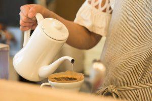 荒井さんは学生時代、スターバックスコーヒーをはじめ、さまざまなコーヒーショップでアルバイトを経験