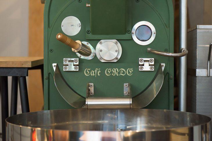 焙煎機は、一緒に起業した友人の父の私物。この焙煎機を置くためにロースタリー店を構えた