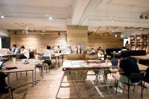 本社(取材時、2018年11月に新社屋に移転)がある上野のビル内につくったコワーキングスペース「いいオフィス」