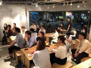 参加者の方たちは、熱心に金谷さんの話を聞いていました。